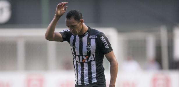 Ricardo Oliveira se irrita durante jogo entre Atlético-MG e Grêmio - Pedro Vale/AGIF