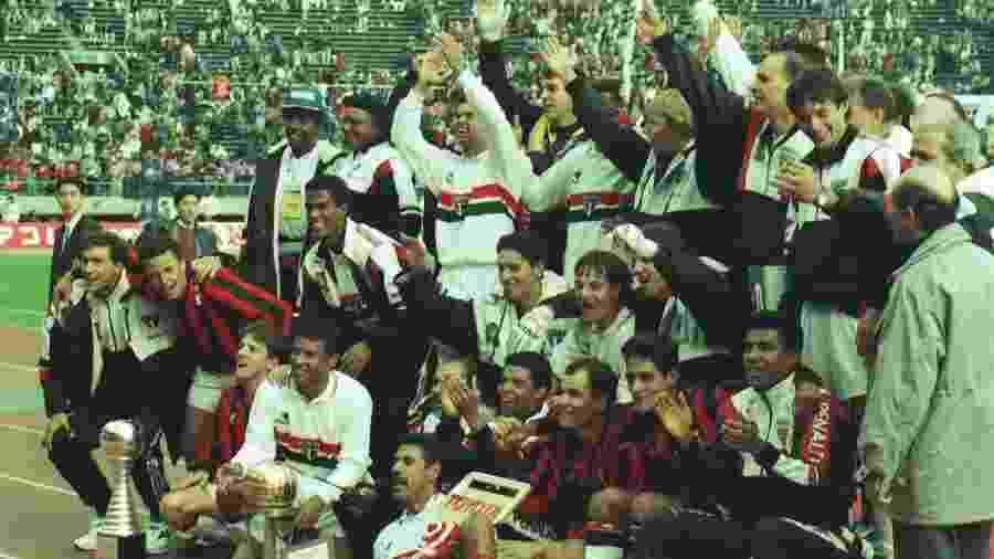 Jogadores do São Paulo comemoram a vitória por 3 a 2 sobre o Milan que garantiu o bicampeonato mundial interclubes, em 12 de dezembro de 1993 - Jorge Araújo/Folhapress