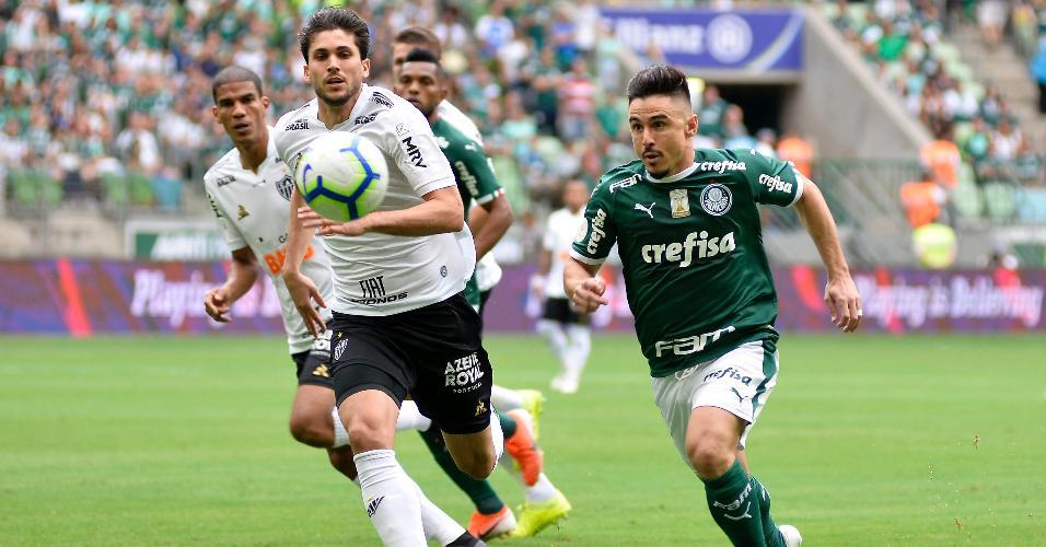 Willian, durante partida entre Palmeiras e Atlético-MG