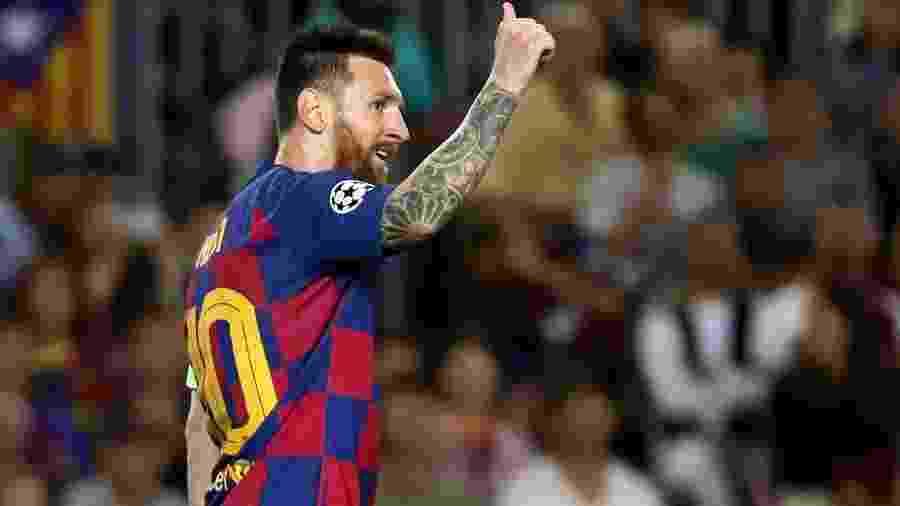 Lionel Messi gesticula durante jogo do Barcelona contra a Inter de Milão - Sergio Perez/Reuters