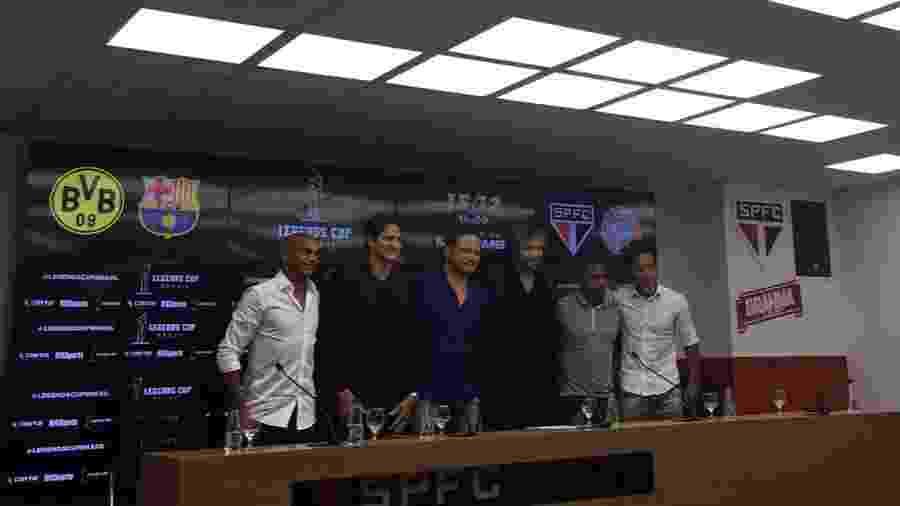 Ewerthon, Edmílson, Lugano, Mineiro e Zé Roberto durante o lançamento de torneio de lendas no Morumbi - José Eduardo Martins/UOL