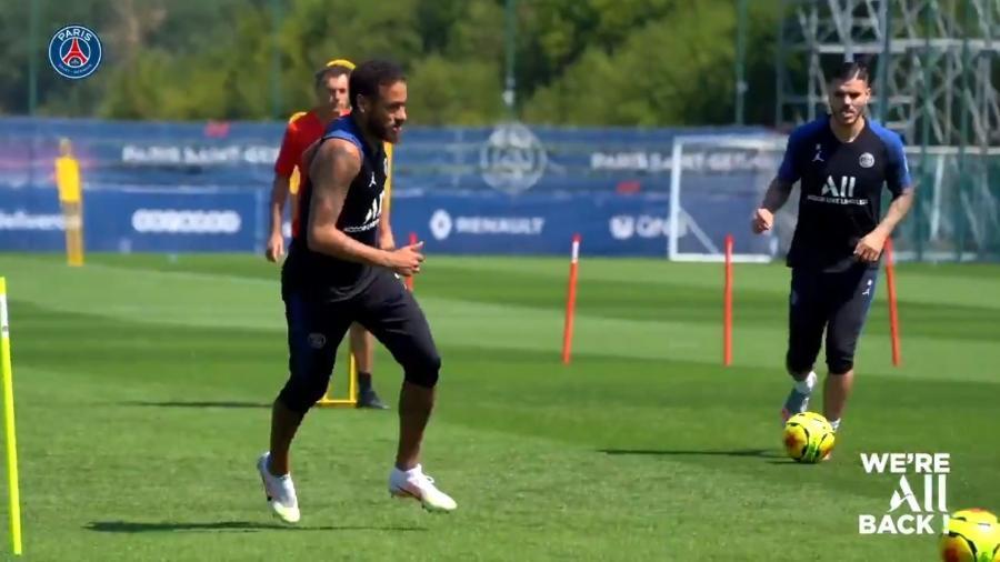 Neymar treina em campo com companheiros do PSG na retomada da preparação - Reprodução/Twitter