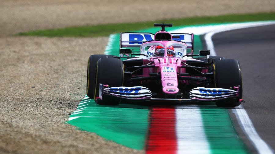 Sergio Perez saindo da pista durante o GP da Emilia Romagna do ano passado - Joe Portlock/Getty Images