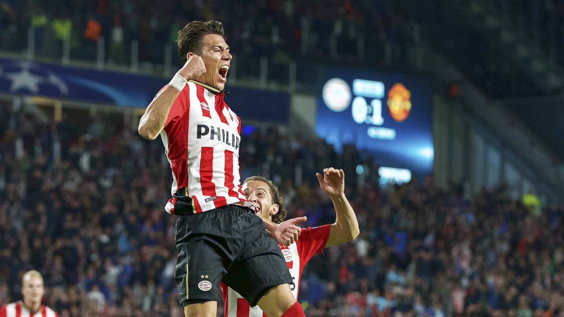 Hector Moreno marcou o gol de empate do PSV após lance que lesionou Luke Shaw; holandeses venceram o confronto por 2x1