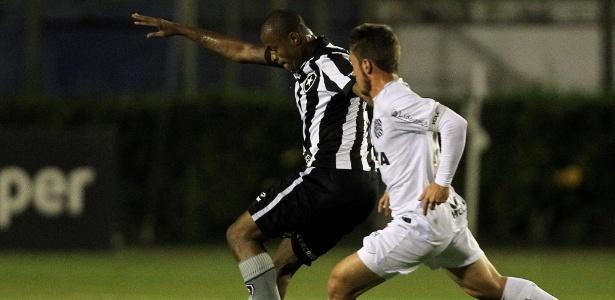 Botafogo poderia ter perdido mandos de campo devido a copo atirado no gramado