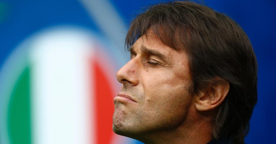 Antonio Conte em ação durante o confronto entre Itália e Espanha, na Eurocopa