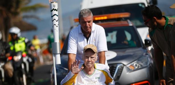 Ex-treinador da seleção brasileira participou do trajeto da tocha no Rio de Janeiro