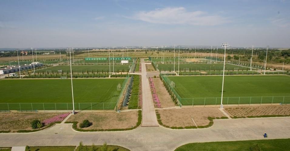 Mais de dez campos com medidas profissionais estão disponíveis para treinamentos