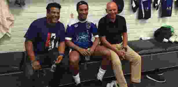 Espinosa (d) com Ronaldinho Gaúcho e Assis nos Estados Unidos - Henrique Souza/Arquivo Pessoal - Henrique Souza/Arquivo Pessoal