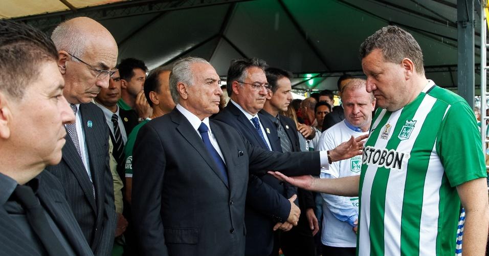 Presidente Michel Temer cumprimenta prefeito de Chapecó Luciano Buligon