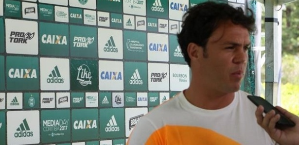 Kleber concede entrevista durante o Media Day do Coritiba
