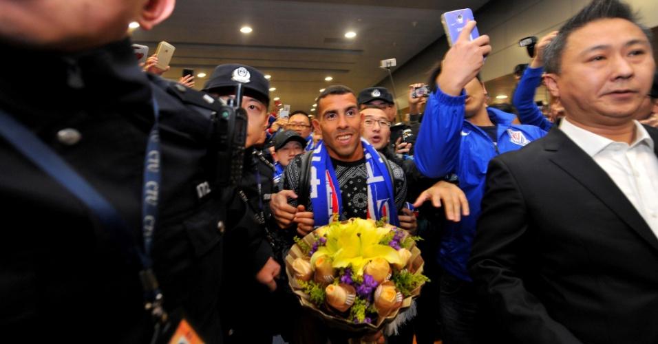 Tevez foi ovacinado na chegada ao futebol chinês