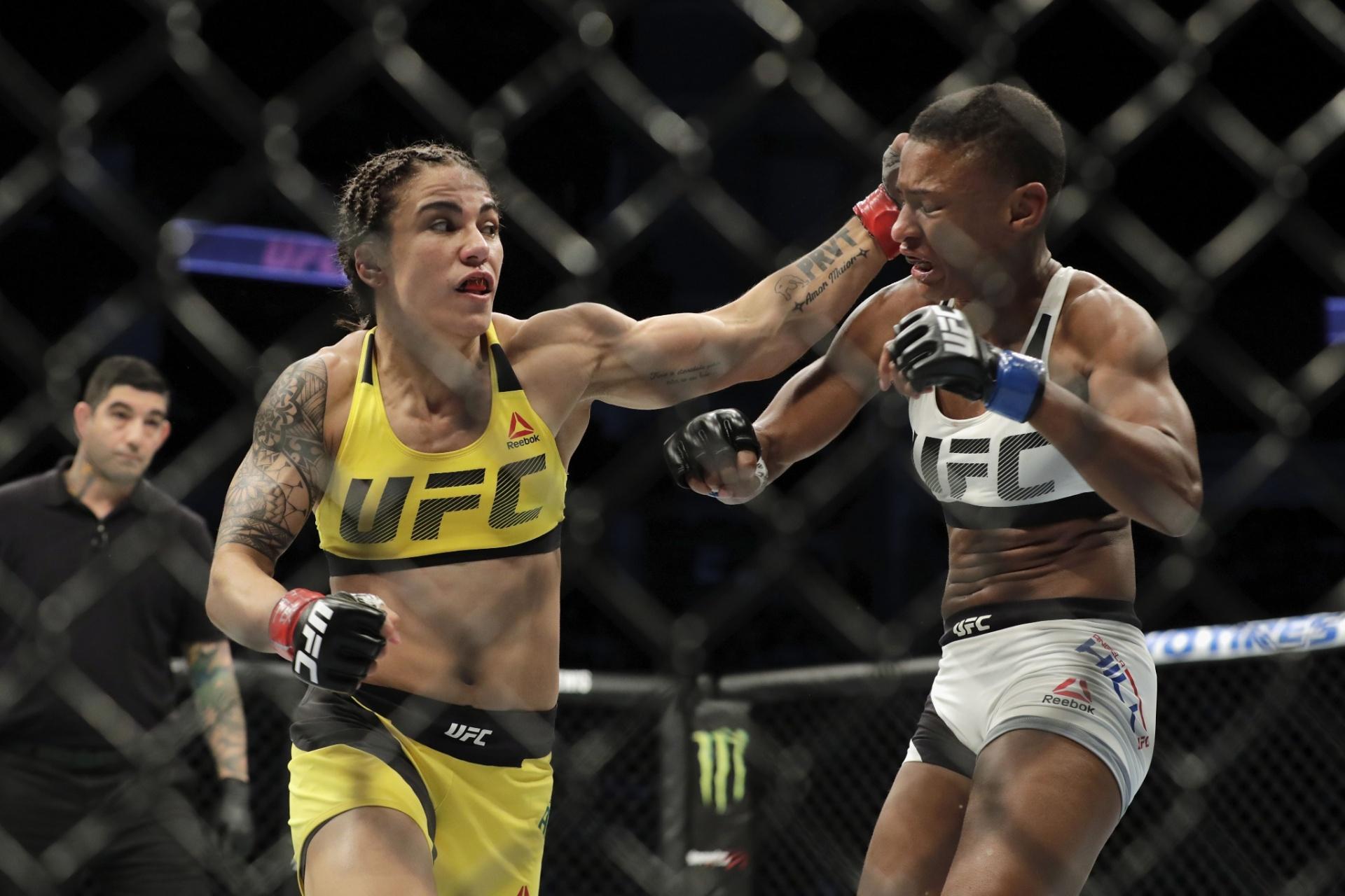 Jéssica Bate-Estaca (de amarelo) acerta um soco em Angela Hill, no UFC Houston