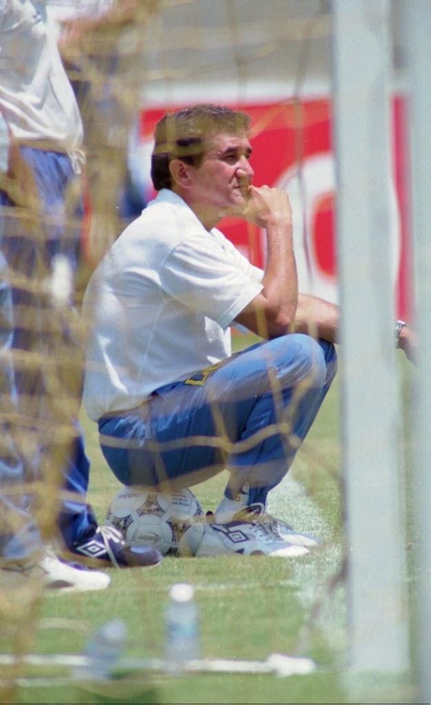 Parreira no treino na véspera da final da Copa do Mundo de 1994