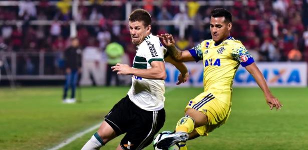 "Galdezani disputa bola: ""resgataram o orgulho"", afirmou o interino Robson Gomes"
