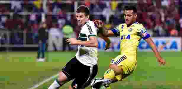 "Galdezani disputa bola: ""resgataram o orgulho"", afirmou o interino Robson Gomes - Thiago RIbeiro/AGIF"
