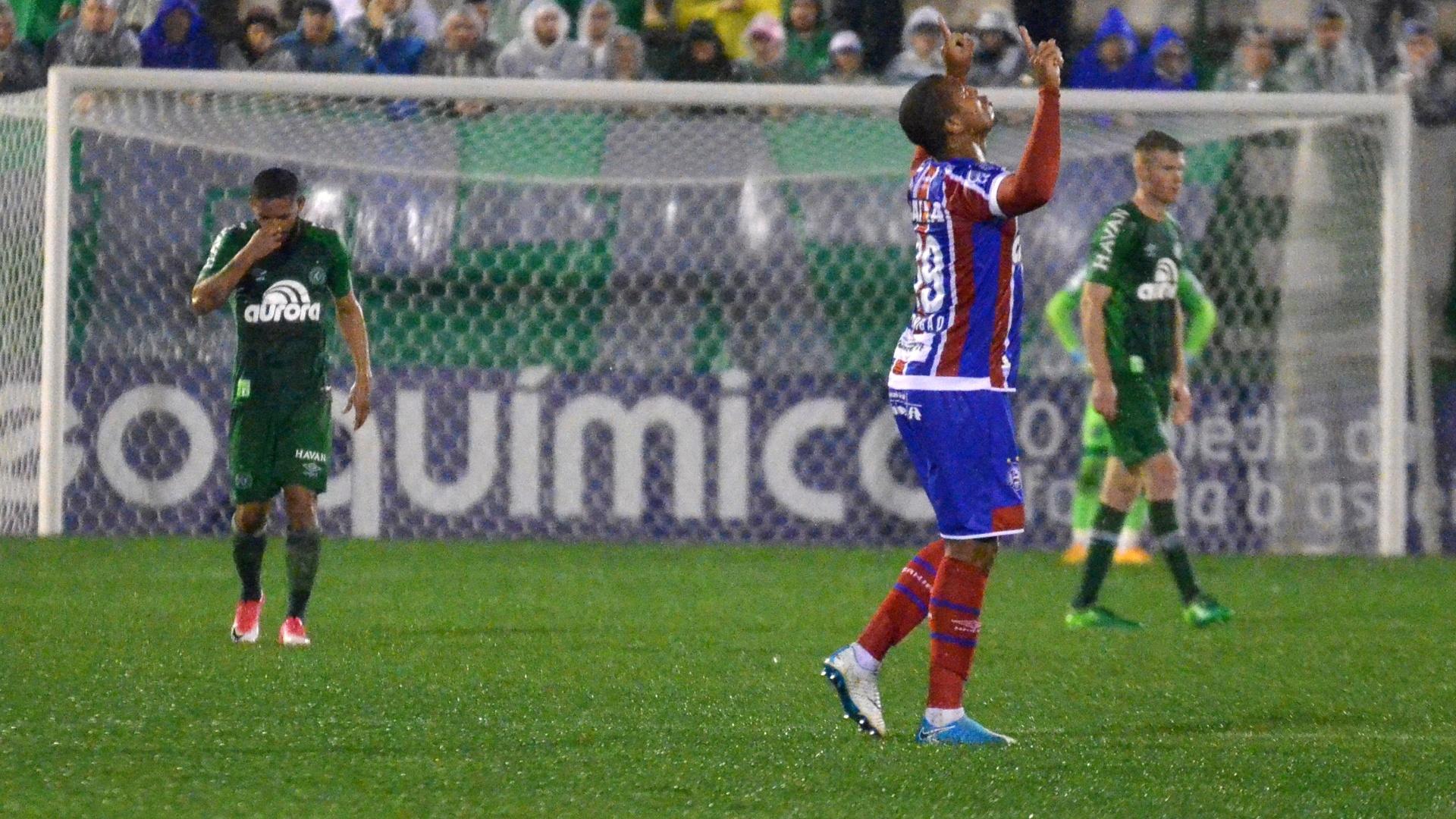 Rodrigão comemora gol do Bahia contra a Chapecoense