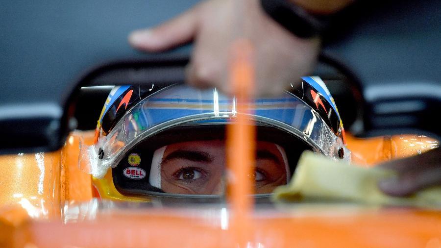 Fernando Alonso em ação durante treino para o Grande Prêmio da Itália - Andrej Isakovic/AFP