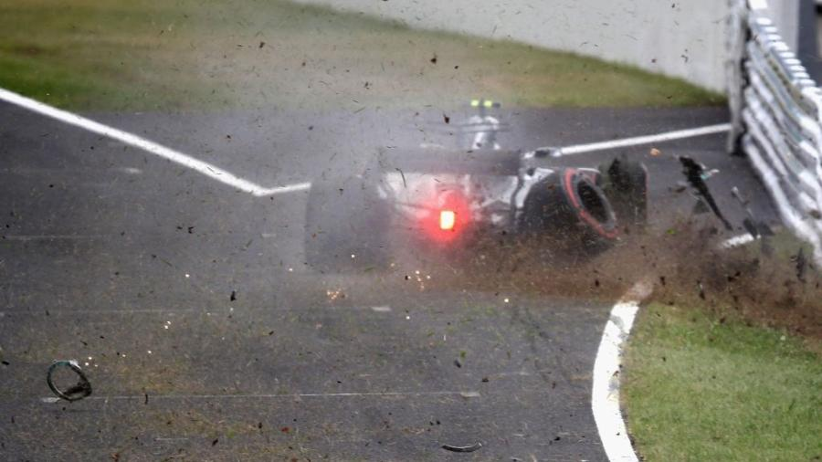 Com poucas áreas de escape asfaltadas, pista de Suzuka está entre as prediletas dos pilotos - Clive Mason/Getty Images