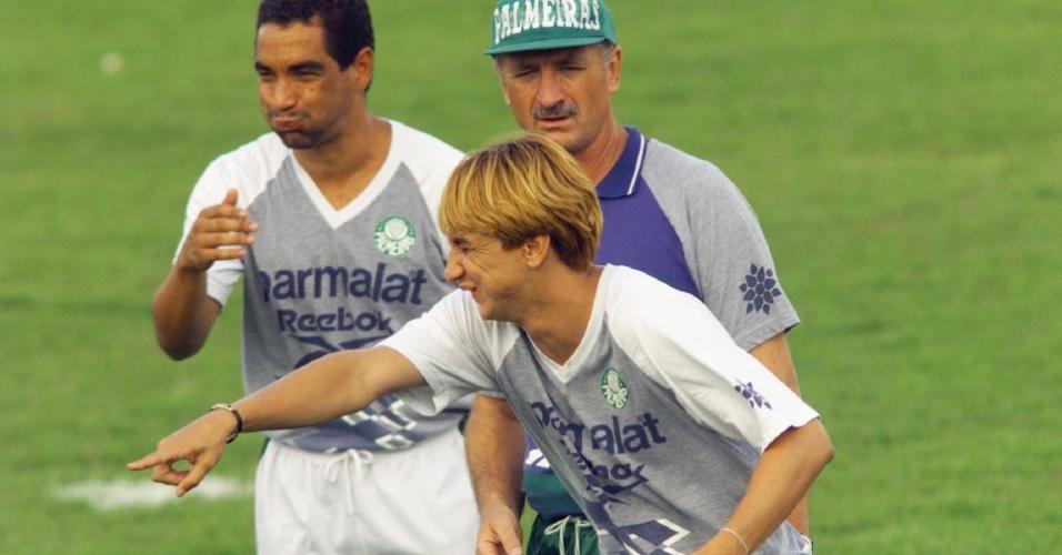 Paulo Nunes brinca com Zinho e Luiz Felipe Scolari em 1999, quando era jogador do Palmeiras