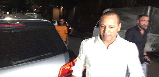 Pai de Neymar chega para a festa de aniversário de Rafaella, sua outra filha