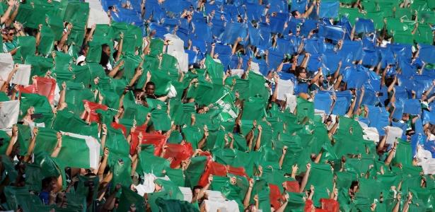 Torcida do Palmeiras faz mosaico no Allianz Parque na final do Paulista