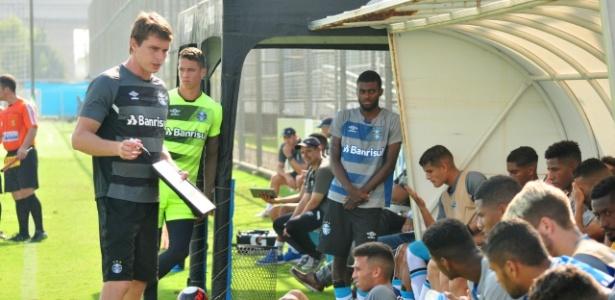 Time de transição do Grêmio agora é treinado por Thiago Gomes e se prepara para o Brasileirão