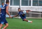 Marinho tem entorse no tornozelo e deixa treino do Grêmio chorando - Lucas Uebel/Grêmio
