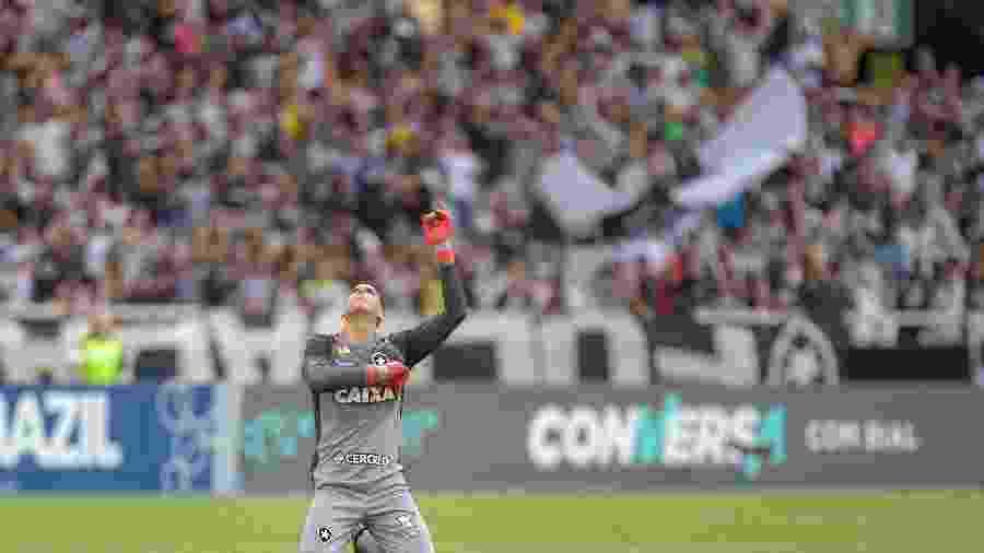 Gatito Fernández sofreu lesão em dedo da mão e desfalcará Botafogo em março - Thiago Ribeiro/AGIF