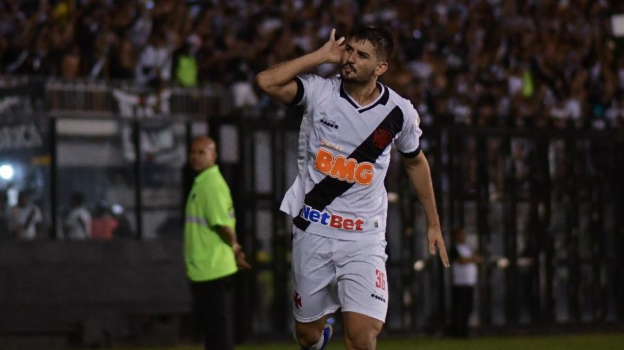 Ricardo Graça comemora após marcar contra o Avaí; Vasco negocia renovação com o zagueiro - Thiago Ribeiro/AGIF