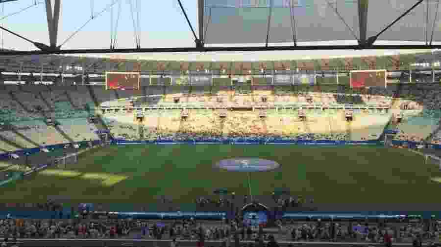 Maracanã com pouco torcedores nas arquibancadas para Qatar x Paraguai - Leo Burlá/UOL Esporte