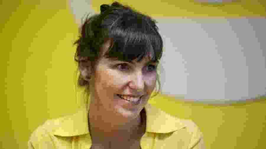 Glenda Kozlowski sorri durante entrevista ao UOL; apresentadora vai comendar reality show no SBT - Lucas Landau/UOL