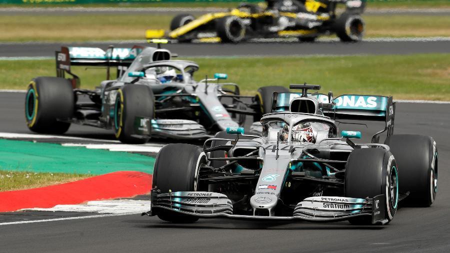 Lewis Hamilton e Valtteri Bottas durante GP da Grã-Bretanha no ano passado - John Sibley/Reuters