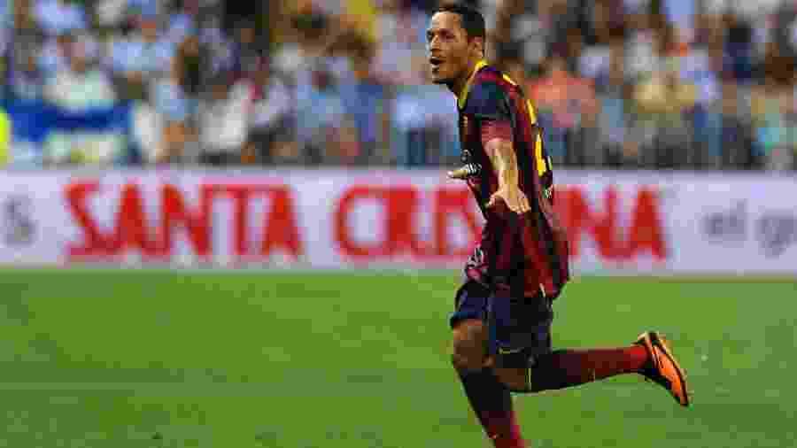 Adriano teve passagem pelo Barcelona no início da década. Lateral assinou contrato de um ano e meio com o Athletico - Jorge Guerrero / AFP