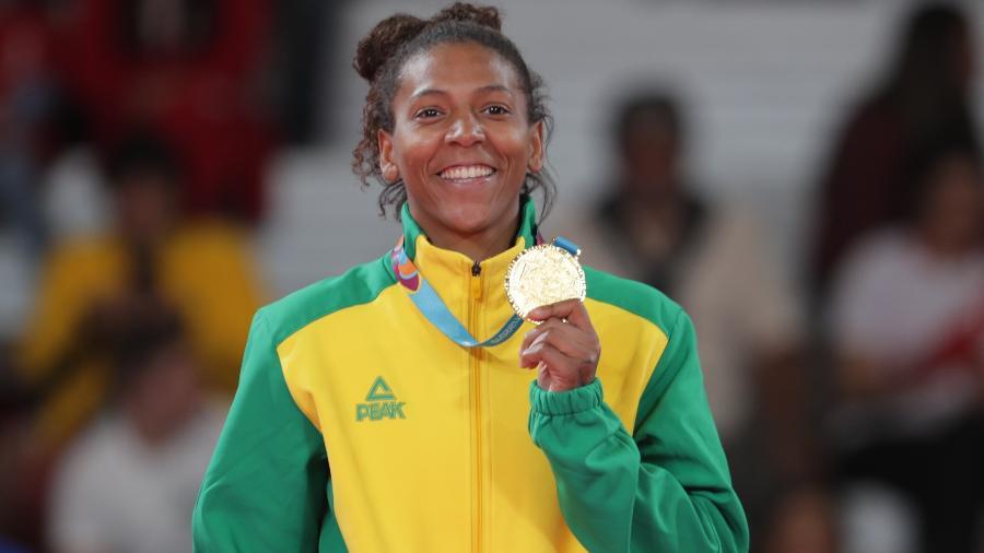 Rafaela Silva com a medalha de ouro da categoria leve no Pan de Lima - Guadalupe Pardo/Reuters