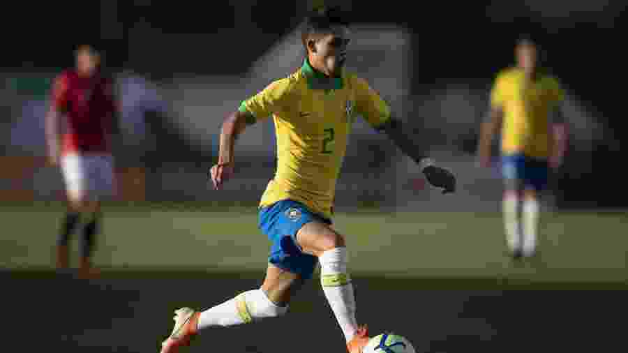 Yan Couto em ação por seleção brasileira de base; lateral deve reforçar o Manchester City - Divulgação