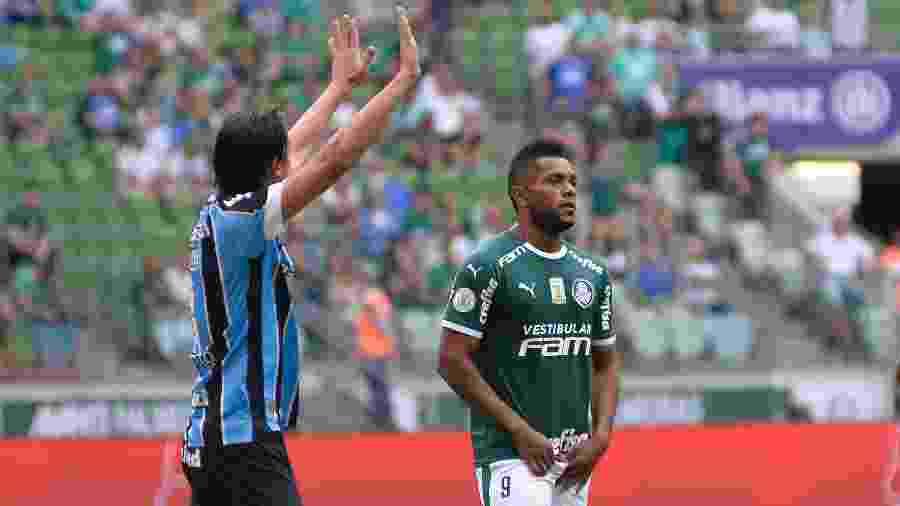 Com pouco público no Allianz, jogo entre Palmeiras de Borja e Grêmio de Geromel garantiu título ao Fla - Bruno Ulivieri/AGIF