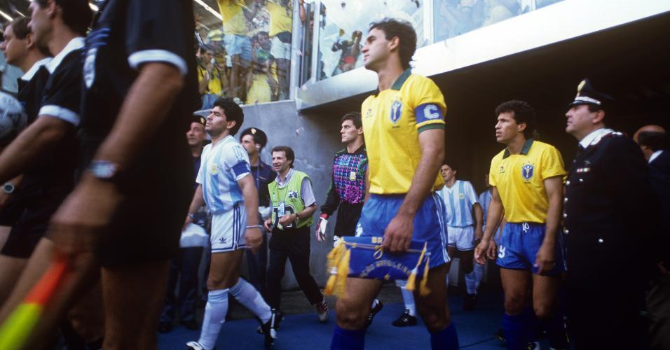 Seleção Brasileira e Argentina entram em campo para as oitavas de final da Copa do Mundo de 1990