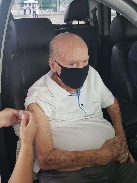 Zagallo recebe primeira dose de vacina contra a covid-19 - Reprodução/Instagram