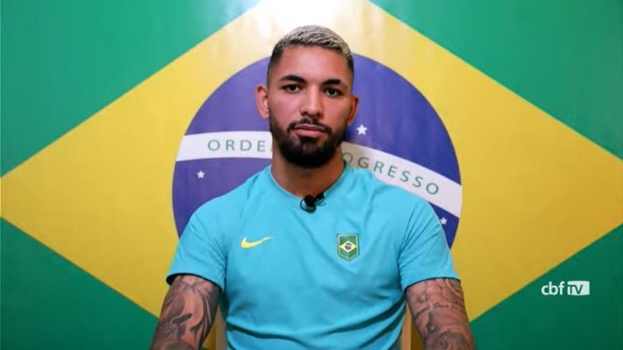 Volante que foi titular na estreia contra a Alemanha durante entrevista coletiva da seleção brasileira olímpica - Reprodução/CBF TV
