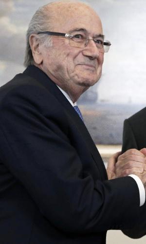 Presidente da Fifa, Joseph Blatter cumprimenta o presidente russo, Vladimir Putin, em evento das Eliminatórias para Copa 2018