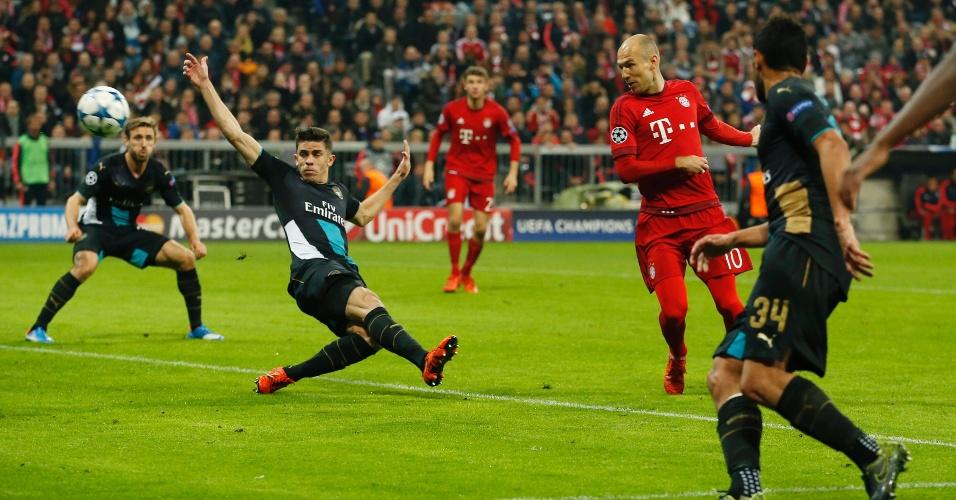Robben, do Bayern, saiu do banco para balançar as redes com apenas 37 segundos em campo, contra o Arsenal