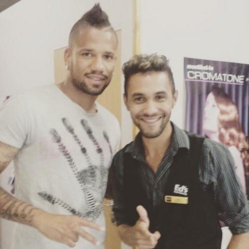 Edmar Mascarenhas, cabeleireiro brasileiro, com o português Bebe, ex-Manchester United