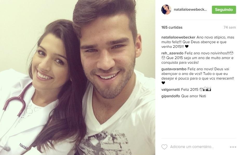 O goleiro da seleção Alisson visita a mulher, a médica residente Natália, em hospital