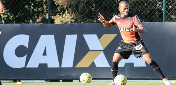 Patric, lateral direito do Atlético-MG, é emprestado ao Vitória