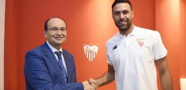 Sirigu acertou com o Sevilla por uma temporada