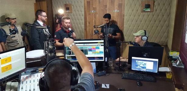 Rafael Henzel visita rádio em Chapecó e fala de acidente