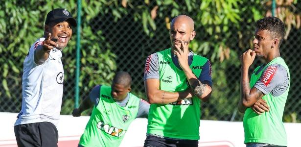 """Roger não viu """"interferência"""" da Libertadores em atuação ruim do Atlético"""