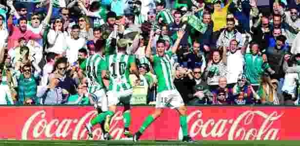 Alegría leva os torcedores do Betis ao delírio - AFP / CRISTINA QUICLER - AFP / CRISTINA QUICLER
