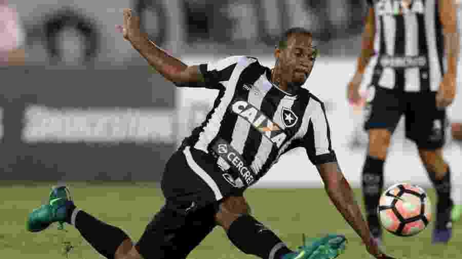 Volante Airton, durante partida do Botafogo - REUTERS/Ueslei Marcelino
